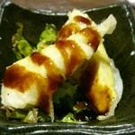 個室居酒屋 たにの蔵 - お通しのだし巻き玉子を天ぷらにして果物のソースをかけたやつ