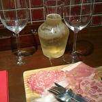 56289504 - 生ハムサラミの盛り合わせと                       白ワイン