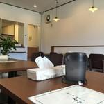 スープカレー Ray - 清潔感あるカフェのような店内です。