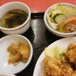 レストハウス・キング - ワカメスープ、ザーサイ、野菜サラダ【2016.9】