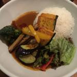 香食楽 - 「かくらカレー+素揚げ野菜」