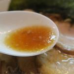 中華そば 閃 - 澄みきったスープ