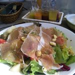 ジオノ - 広川さんの小さな根菜、洋梨、栗、トマト、生ハムのサラダ