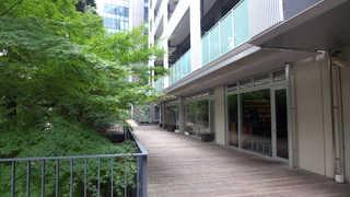 KEISUKE MATSUSHIMA - 街の喧騒から隔たれ、静けさが支配する空間。都会にあって、本当の隠れ家です