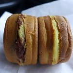 どんどん焼きたかはし商店 - 料理写真:小豆、クリーム(各120円)