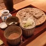 くくり - 「蕎麦三昧 (1150円)」。 戸隠蕎麦を三種のツユで食べ比べです