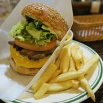 古時計 - 黒田庄和牛100% 古時計バーガーランチ1000円 そこに自家製ベーコンとチーズをトッピングしてベーコンチーズバーガーにしました