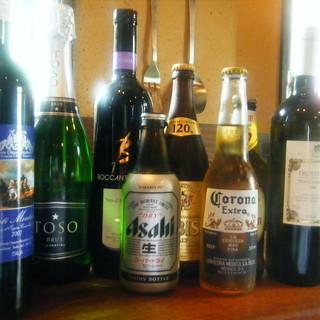 料理と相性の良いイタリアワインを種類豊富にラインナップ