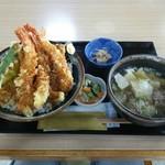 お食事処 すずきや - 料理写真:海老盛々天丼