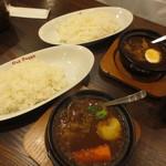 56310299 - (手前)牛すじ野菜カレー、(奥)濃厚牛すじカレー
