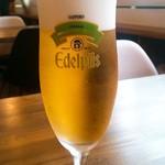 プアプアフットボールバーアツギ - エーデルピルス生ビール600円