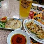 博多金龍 - 料理写真:ビール・焼餃子・チャーシュー・半熟煮玉子