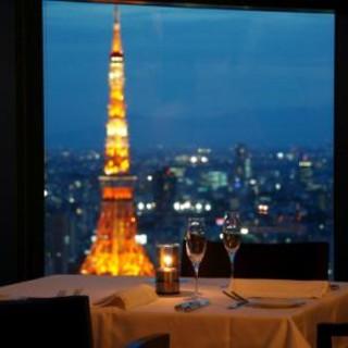 東京タワーと東京の景色が一望できるメインダイニング