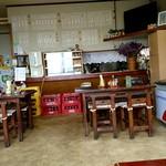 吉兵衛 - 小上がりからテーブル席&厨房方面