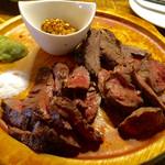 ESOLA - 牛肉ステーキ3種盛り