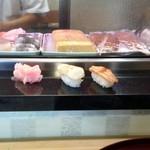 一休とんち寿司 - 2つで回っているお寿司の約7倍