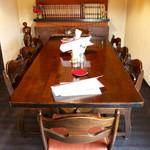 おきな堂 - 2階8人掛けのテーブル席