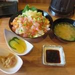 浜焼きしんちゃん - ランチの海鮮チラシ丼セット(ご飯大盛り)780円+税
