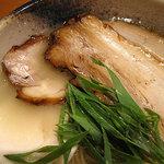 臥龍 - 三種のチャーシューそれぞれが調理法も味付けも違う