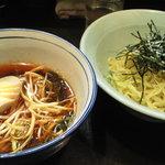 のんき亭 - スープの色が印象的