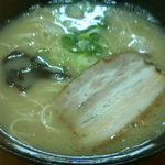 Fukuyoshitei - ラーメン290円 バラベーコンのような見た目のチャーシュー