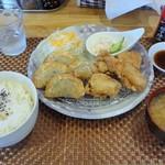 ダイニング リュウテン - 料理写真:餃子、から揚げ定食 780円