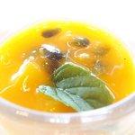 ツキ シュール ラメール - カジュアルランチ 1550円 のマンゴーとパッションフルーツのムース