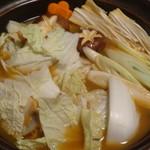 旬魚と個室居酒屋 嵐山  新横浜店 - 豪華海鮮の絶品しゃぶしゃぶ鍋の具材を煮ているところ