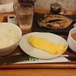 56347355 - 焼き魚定食(この日は鯵) 580円