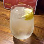 バル・カ・エール - 最初の一杯はいつもラムハイ。今夜は、この後ウイスキー「知多」をロックで2杯飲んだ。