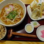 うどん日和ひこどん - 本日のランチ(うどん、天ぷら、炊き込みご飯)