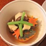 清風楼 - 煮物、マツタケを模った里芋や彫りの入ったかぼちゃ、食べるのがもったえない。