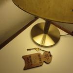 日光金谷ホテル - 客室キーもレトロ