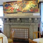 日光金谷ホテル - 暖炉上の迦陵頻迦