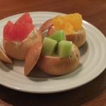アジト グレイス 渋谷 - 3種のフルーツブレッドカップ
