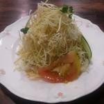 イスルランカ - ・スペシャルカレーセット 1380円(税込) そびえたつサラダ