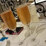 ヴィーヴルソレイユ - スパークリングワインのロゼ