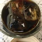 Taka - アイスコーヒー             チョイスビスケットつけてくれてます 嬉しいですね