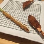 回向 - 左:アスパラの肉巻き  右:海老