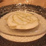 リストランテ エッフェ - 二皿目の前菜 ポルチーノ茸とフォアグラを使ったカプチーノ仕立てにしたスープ