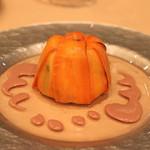 リストランテ エッフェ - プリーモ・ピアット 人参に包まれた、ホロホロ鳥のモモ肉、胸肉と炙ったポルチーニ茸のラグーとカステルマーニョ チーズを和えたオルキエッテ