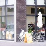 Another Room Cafe - キューブな建物のオシャレな店舗空間