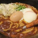 旬の鮮魚と魂の煮込み 照 博多駅前店 - 牛スジカレーうどん680円+煮玉子150円。