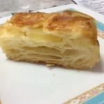 小さなパン屋さんクロリエ - クイニーアマンの断面 リンゴバター入り