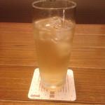 高田屋 - お冷はそば茶です。