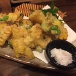 酒小屋 ろぐ亭 - 枝豆とトウモロコシの天ぷら