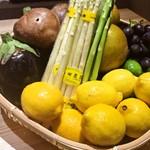 炭火・焼鳥 鶫 - 旬のお野菜も充実♪旬の野菜の焼物や豚バラ巻き、魚巻きをご用意してます
