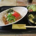 料理酒房勝 - しばれ豚の温玉豚丼@950円