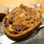 焼鳥 おがわ - 白レバーパテとパン