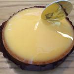 56383951 - タルトレット シトロン。フレッシュなレモンの爽やかさが活きた一品。タルト生地のサクサク感まで美味です(^_^)